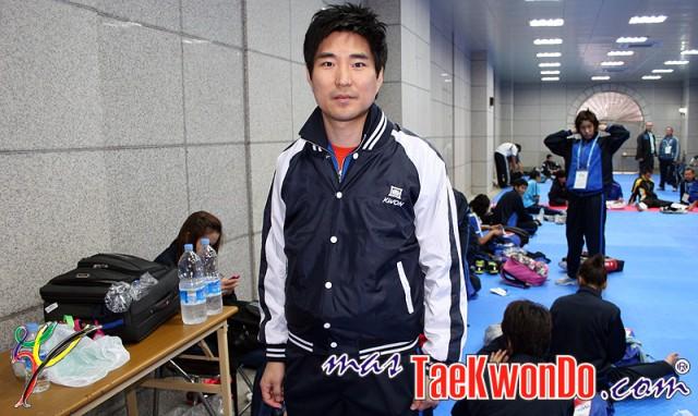 2013-01-31_521x_Choi-Young-Seok_Coach_Taekwondo-THA-e1343276479152
