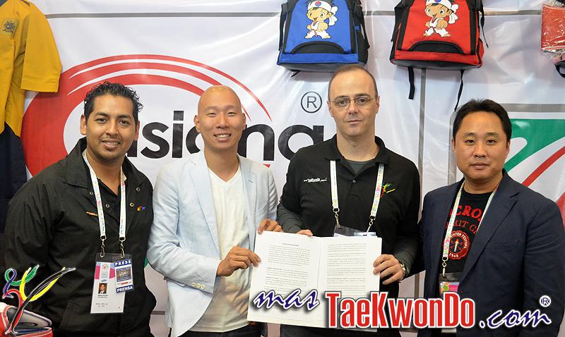 2013-07-27_66574x_Firma-Contrato_Asiana-masTaekwondo_DSC_0005