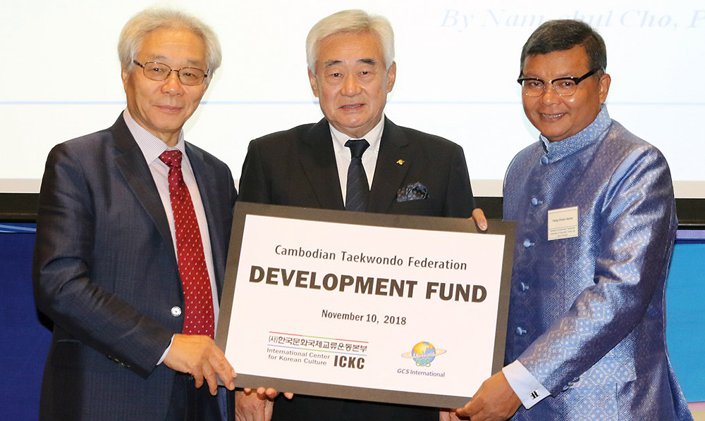 Dr. Choue Delivers 'Development Fund' to Cambodian Federation Head