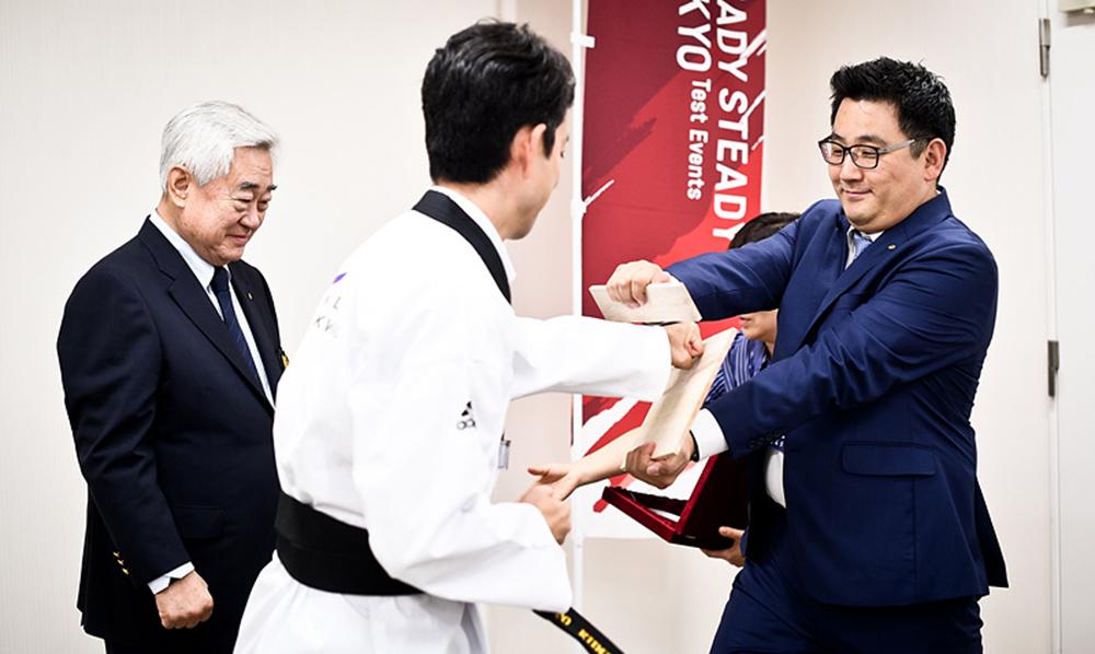 Chiba City Mayor presented with honorary 6th dan black belt certificate