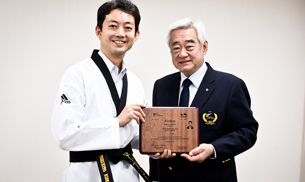 Chiba City Mayor presented with honorary 6th dan black belt certificate
